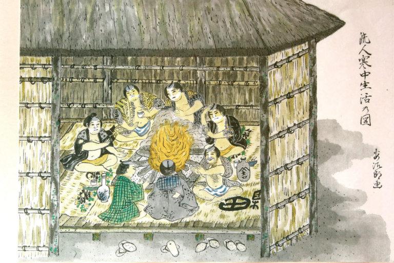 前田安治郎『流人寒中生活の図』(新島村博物館所蔵/撮影:岡桃子)  当時、集落内には流人小屋と呼ばれる流人専用の家が数多くあり、5〜6人で共同生活を送っていたという。幕末の画家・前田安治郎の描く流人は、どこかユーモラスで楽しげだ。